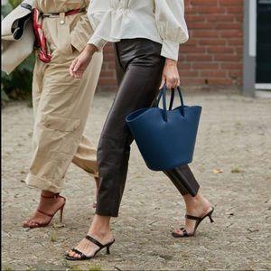 Black leather Capri pants with elastic waist 14